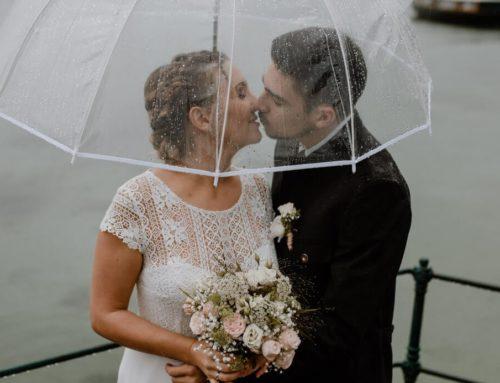 Romantische Hochzeitsfotos im Regen